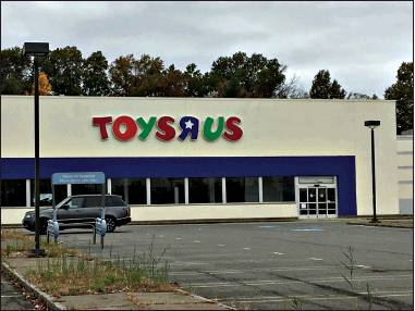 Application Approved to Convert Toys R Us Building to Fitness Facility