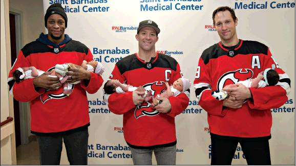 Pro Hockey Players Make Annual Holiday Visit